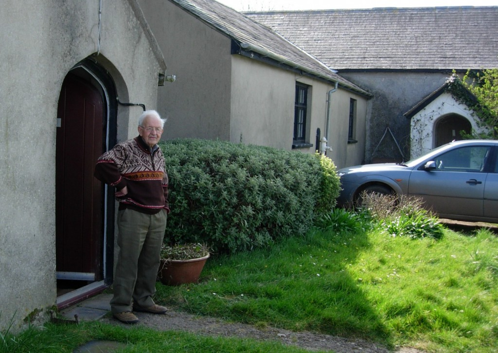 Arthur Giardelli outside his house, Warren, Pembrokeshire, 6 April 2007