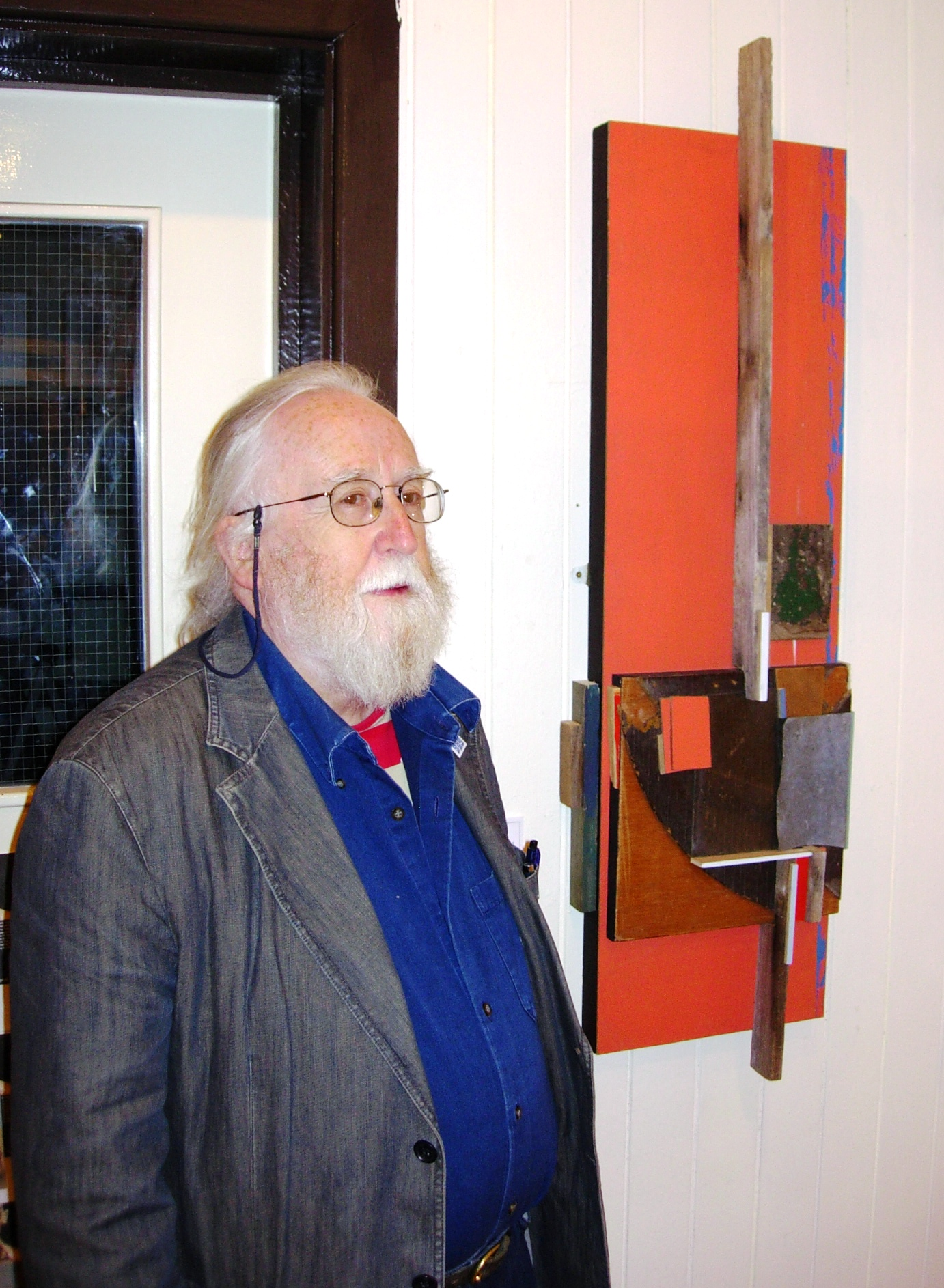 Islwyn Watkins with one of his assemblages, Trehafod, 27 September 2007